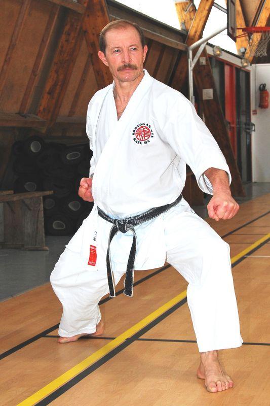 Karate: golpes y defensas con codo y antebrazo 55-sensei-velibor-wit-gedan-barai